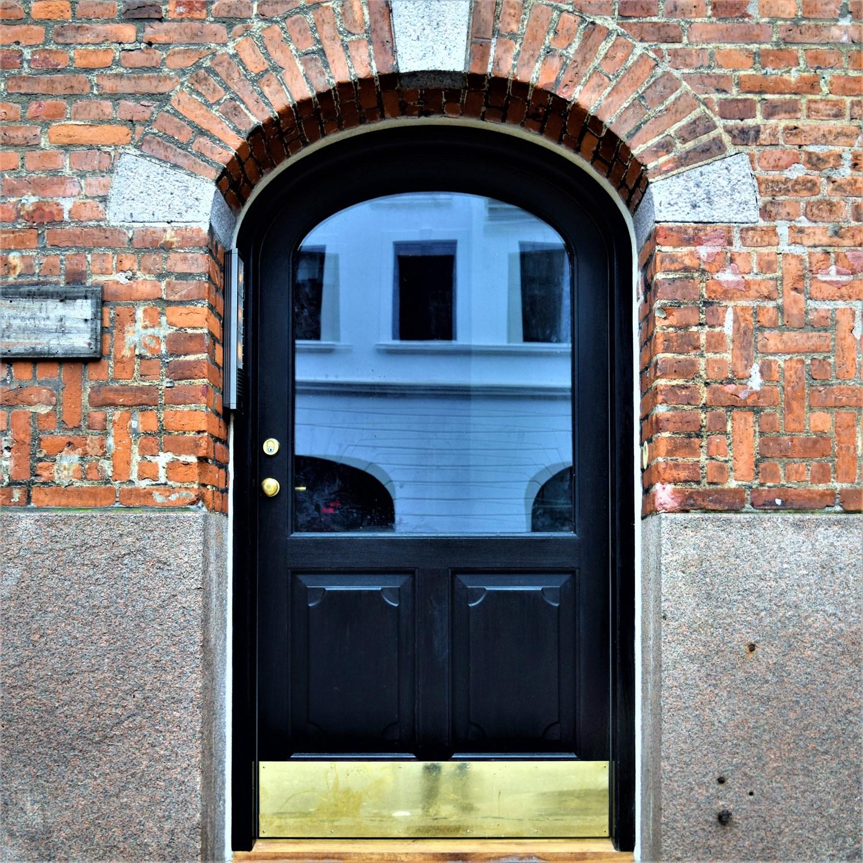 Specialfremstillede døre og vinduer - Winther A/S Snedker