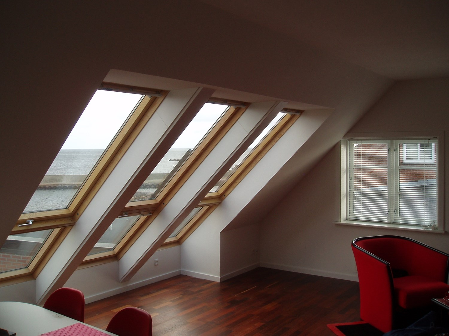 Picture of: Ovenlysvinduer Tagvinduer Velux Winther A S